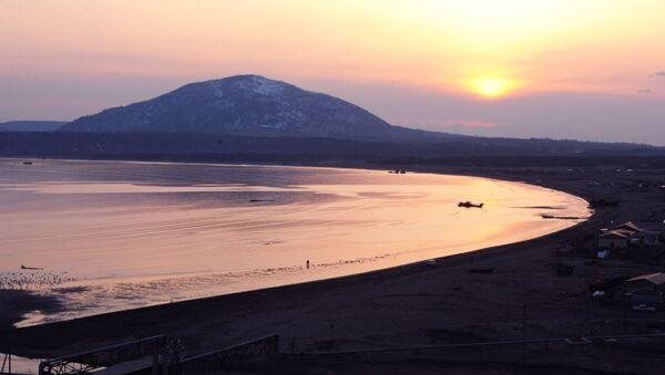 Wulkan Mendelejewa na wyspie Kunaszyr - Sputnik Polska