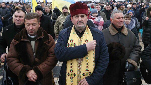 Wierni na soborze zjednoczeniowym na placu Sofijskim w Kijowie - Sputnik Polska