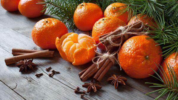 Mandarynki na świątecznym stole - Sputnik Polska