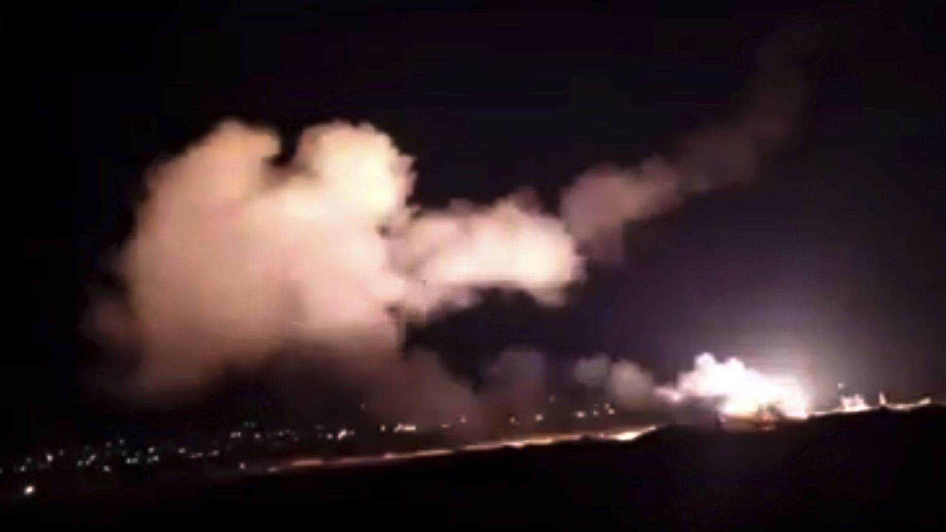 Syryjska obrona przeciwlotnicza odpiera atak izraelskich sił powietrznych na Damaszek - Sputnik Polska, 1920, 20.09.2021