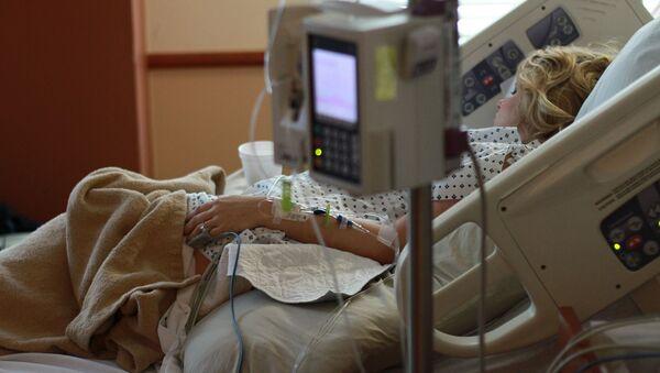 Pacjentka w szpitalu po operacji - Sputnik Polska
