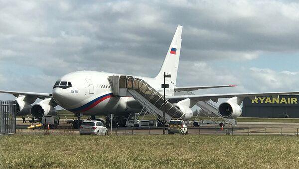 Samolot z wydalonymi z Wielkiej Brytanii rosyjskimi dyplomatami - Sputnik Polska