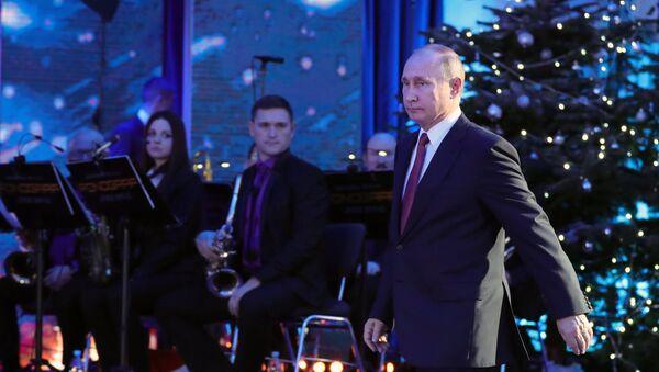 Władimir Putin składa życzenia noworoczne - Sputnik Polska