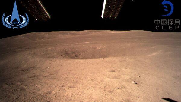 Pierwsze zdjęcie odwrotnej strony Księżyca, wykonane przez chiński aparat Chang'e-4 03.01.2019 r. - Sputnik Polska
