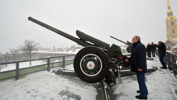 Prezydent Rosji Władimir Putin wystrzelił z armaty - Sputnik Polska