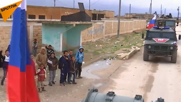 Rosyjska armia patroluje strefę syryjskiej prowincji Manbidż na granicy z Turcją - Sputnik Polska