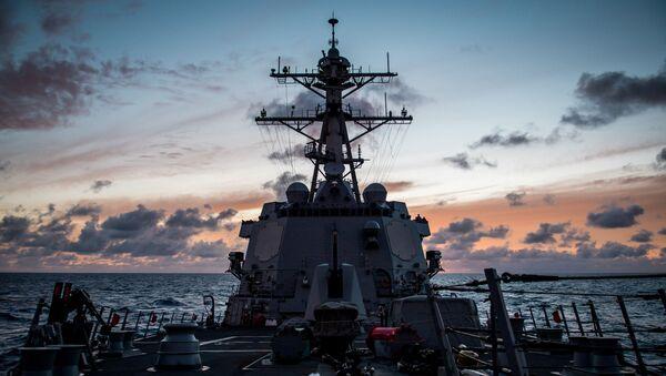 Amerykański niszczyciel USS Dewey na Pacyfiku podczas ćwiczeń wojskowych RIMPAC - Sputnik Polska