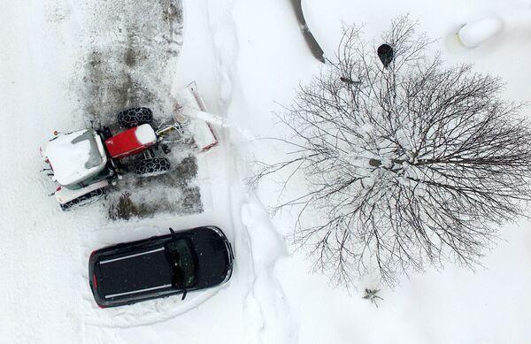 Oczyszczanie ulic ze śniegu w Austrii - Sputnik Polska