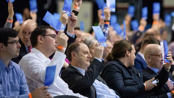 """Delegaci skrajnie prawicowej partii """"Alternatywa dla Niemiec"""" głosują na posiedzeniu partii, aby podjąć decyzję w sprawie programu wyborczego i wybrać kandydatów w przededniu wyborów do Parlamentu Europejskiego, Riese, Niemcy - Sputnik Polska"""