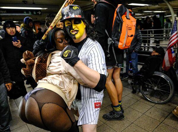 Flash mob jazda metrem bez spodni, Nowy Jork - Sputnik Polska