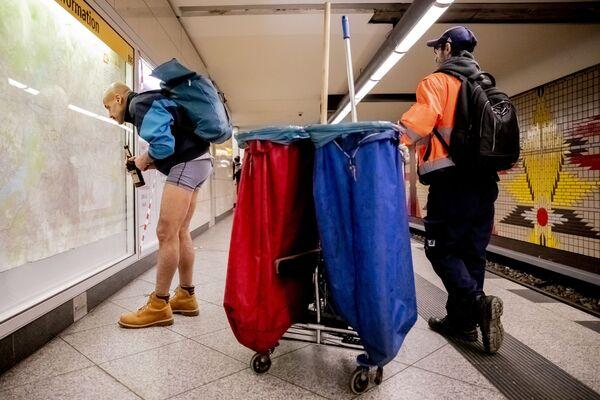 Flash mob jazda metrem bez spodni, Berlin - Sputnik Polska
