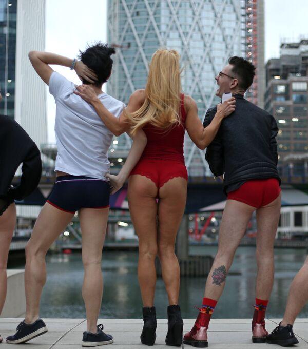 Flash mob jazda metrem bez spodni, Londyn - Sputnik Polska