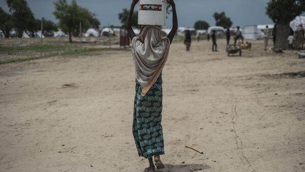 Kobieta na ulicy nigeryjskiego miasta Rann - Sputnik Polska