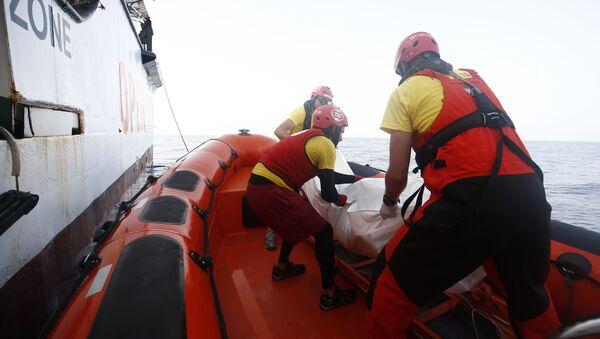 Hiszpanscy ratownicy na Morzu Śródziemnym - Sputnik Polska