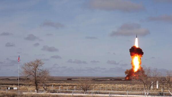 Testowy wystrzał zmodernizowanego pocisku rosyjskiego systemu obrony przeciwrakietowej na poligonie Sary Shagan - Sputnik Polska