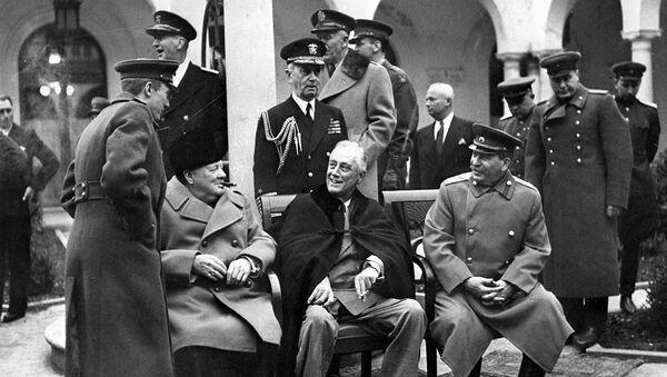 Winston Churchill, Franklin D. Roosevelt i Józef Stalin w Jałcie - Sputnik Polska