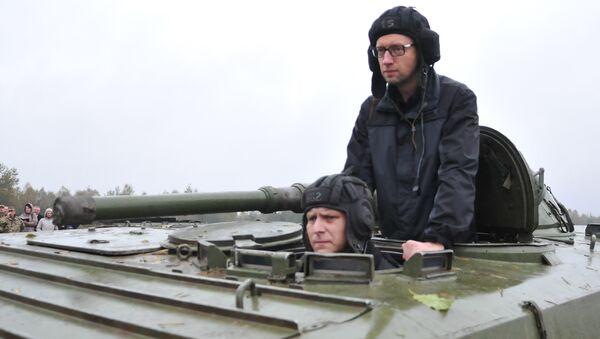 Arsenij Jaceniuk w obwodzie lwowskim - Sputnik Polska