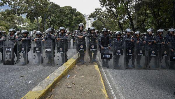 Członkowie Boliwariańskiej Gwardii Narodowej w Caracas w czasie akcji protestu - Sputnik Polska
