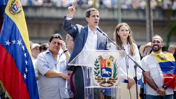 Przewodniczący parlamentu Wenezueli i przywódca opozycji Juan Guaido, który ogłosił się tymczasowym prezydentem kraju podczas wiecu w Caracas - Sputnik Polska