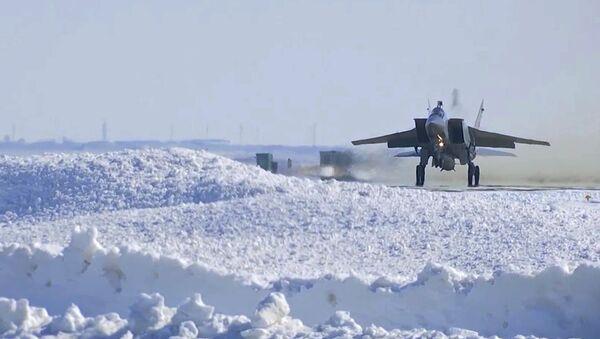 "MiG-31 uzbrojone w pociski hipersoniczne ""Kinżał"" - Sputnik Polska"
