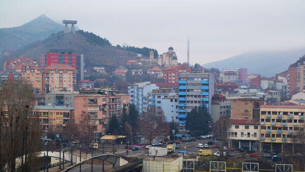 Widok na kosowskie miasto Kosowska Mitrowica - Sputnik Polska