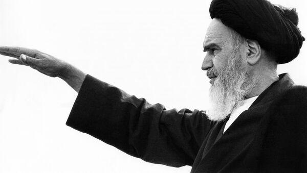 Przywódca Rewolucji Islamskiej Ruhollah Musawi Chomejni w Iranie - Sputnik Polska