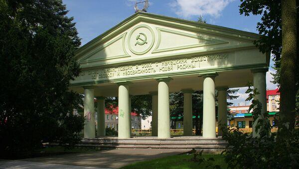 Mauzoleum radzieckich czołgistów w Trzciance zburzone w 2017 roku - Sputnik Polska