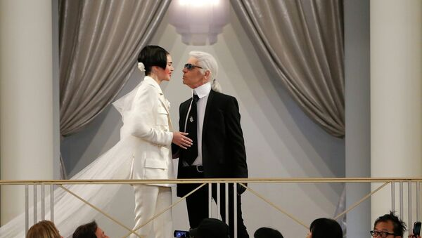 Karl Lagerfeld na pokazie Chanel - Sputnik Polska