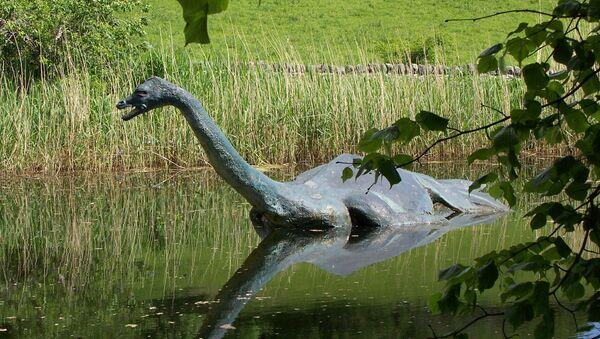 Replika potwora z Loch Ness - Sputnik Polska