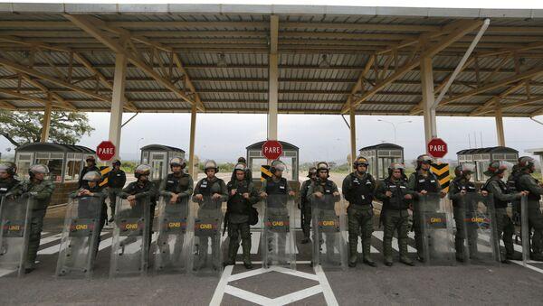 Wenezuelscy żołnierze na granicy - Sputnik Polska