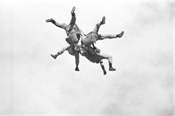 Ćwiczenia wojsk powietrznodesantowych ZSRR, 1965 r. - Sputnik Polska