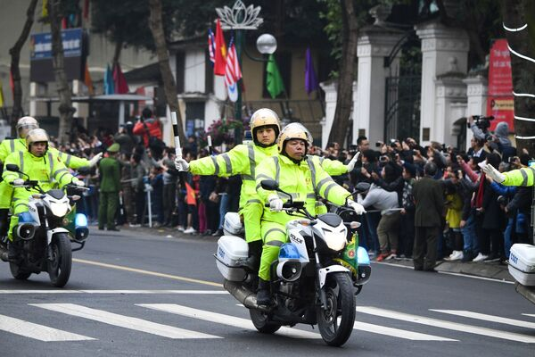 Wietnamska policja podczas wizyty Kim Dzong Una - Sputnik Polska