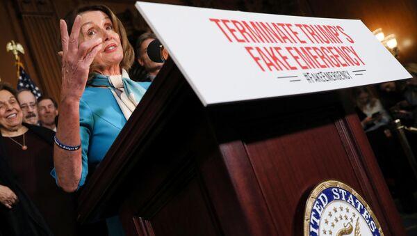Członek Izby Reprezentantów Nancy Pelosi na konferencji prasowej - Sputnik Polska
