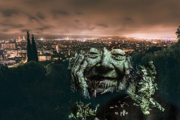Portret na drzewach w Barcelonie - Sputnik Polska