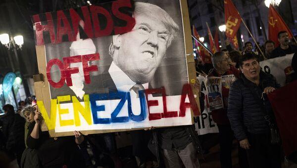 Uczestnicy akcji poparcia dla Maduro - Sputnik Polska