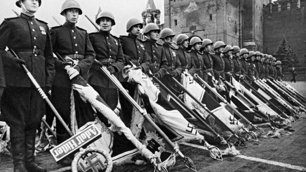 Defilada Zwycięstwa na Placu Czerownym w 1945 - Sputnik Polska